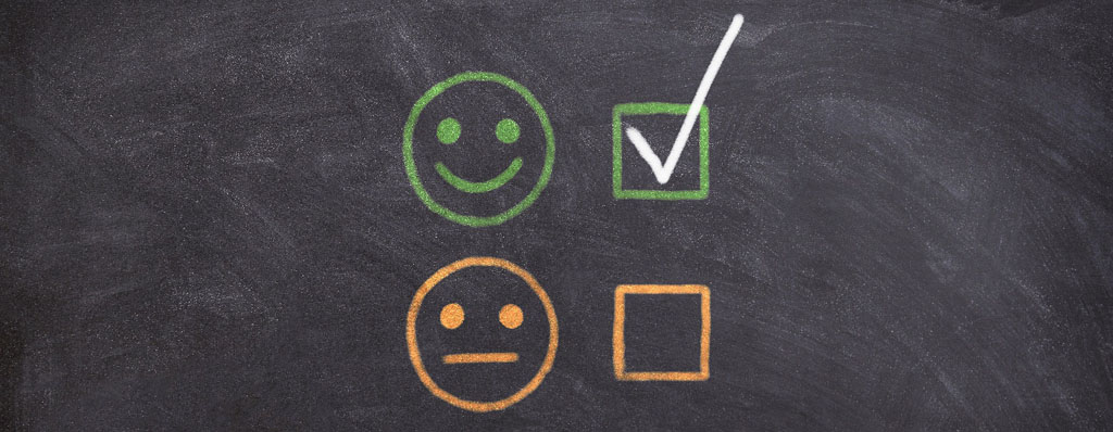 güner fröhlicher und orangener normaler Smiley als Symbol für Rezensionen